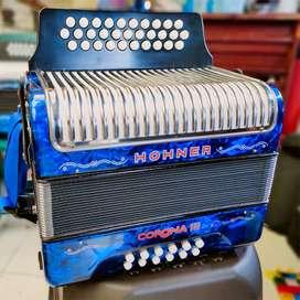 Acordeon HOHNER 3 Coronas Original (5 Letras)