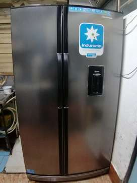 De oportunidad vendo refrigeradora mixta en 350$ no negociables
