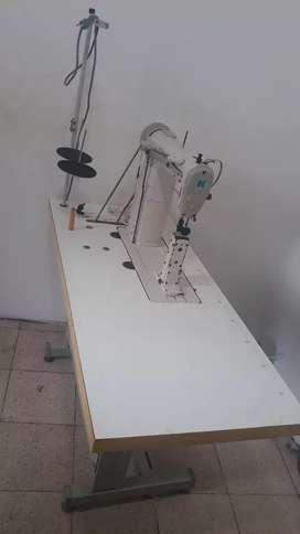 Máquina de coser poste