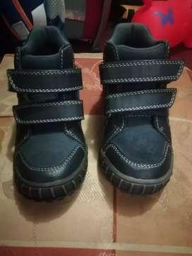 Zapatos de Niño Talla 26 Marca Bata