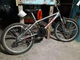 Bicicleta cromada BMX GT, excelente estado