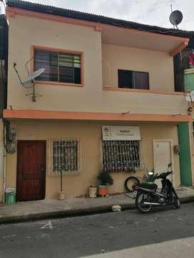 SE VENDE CASA RENTERA FRENTE AL SHOPPING BABAHOYO INCLUYE 4 DEPARTAMENTOS
