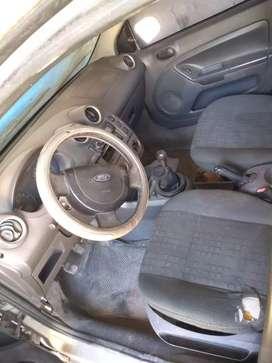 Vendo auto a reparar perfecto estado levanta cristales siere sentralisado dirección con aire
