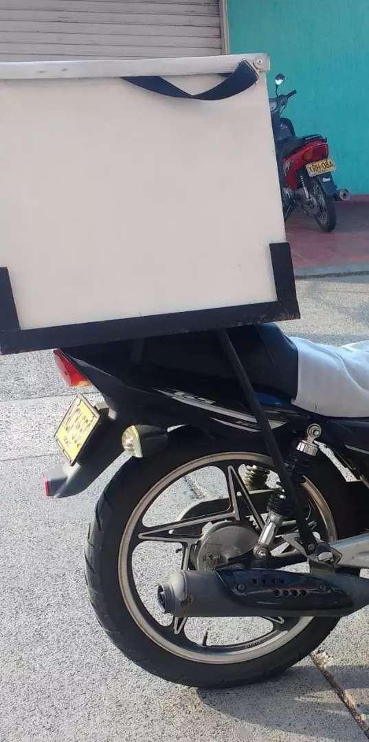 Caja en fibra + su  parrilla de moto