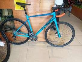 Bicicleta ruta cube aluminio carbono grupo tiagra de disco