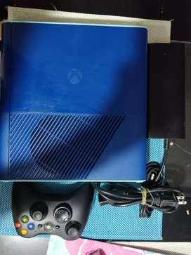 Xbox 360 super slim original.