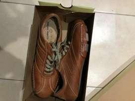 Vendo zapatillas de cuero nuevas.