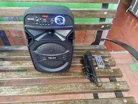 Parlante recargable Bluetooth con micrófono