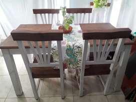 Mesa comedor 1.76x1.88 con 6 sillas.