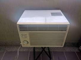 Aire Acondicionado de 5000 BTU marca LG , Mod: W051 CA SH2