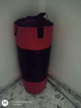 Vendo kit de ejercicios, consta de un saco de boxeo, un juego de mancuernas y una barra multifuncional.