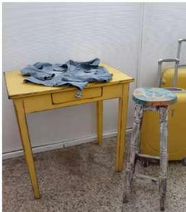 Mesa Vintage y banco restaurados