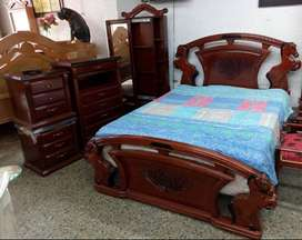 ebanista de mercancia clasica camas etc. solo con experiencia y colombiano.