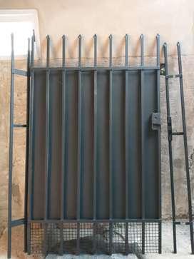 Vendo portón de chapa de 1,80mts x1 metro
