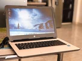 """HP 14"""" intel pentium, ram de 4GB, disco duro 500GB, batería en excelente estado."""