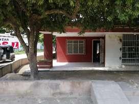 Se vende Casa - Lote bien ubicado para negocio