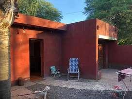Dueño vende casa en villa Allende frente al mercado