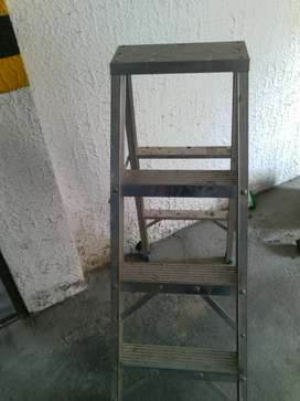 Escalera en aluminio 4 pasos