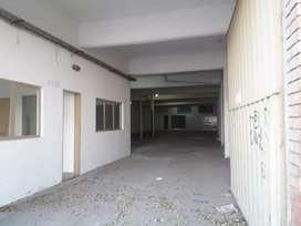 Galpon de 400mts cubiertos con 2 oficinas para atencion al cliente. Excelente zona. Apto para deposito, taller, etc.