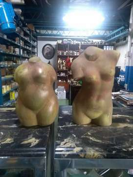Esculturas modernas torso hombre y mujer