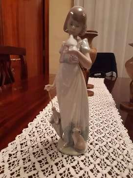 Vendo figura de porcelana fina marca  LLADRO