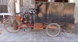 Triciclo de carga con caja de acero nueva