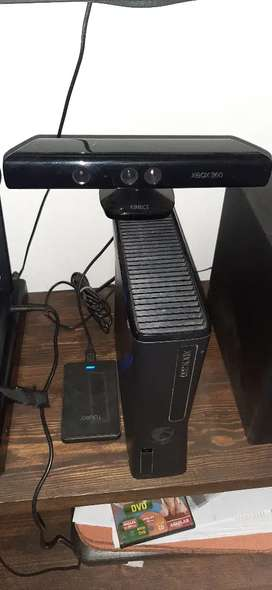 Xbox 360 + Kinect + 5 Joysticks + Disco externo de 1Tb + 161 juegos rgh