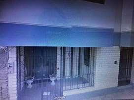 Alquilo local comercial rea 129 ms  3 baos 4 oficinas  2 hall