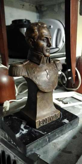 Bustillo de Simón Bolivar, Castellanos, escultura decescritorio en bronce, base mármol.