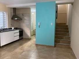 Duplex , en complejo cerrado , ubicado en calle Mendoza 2032