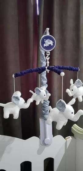 Móvil musical elefantes importado