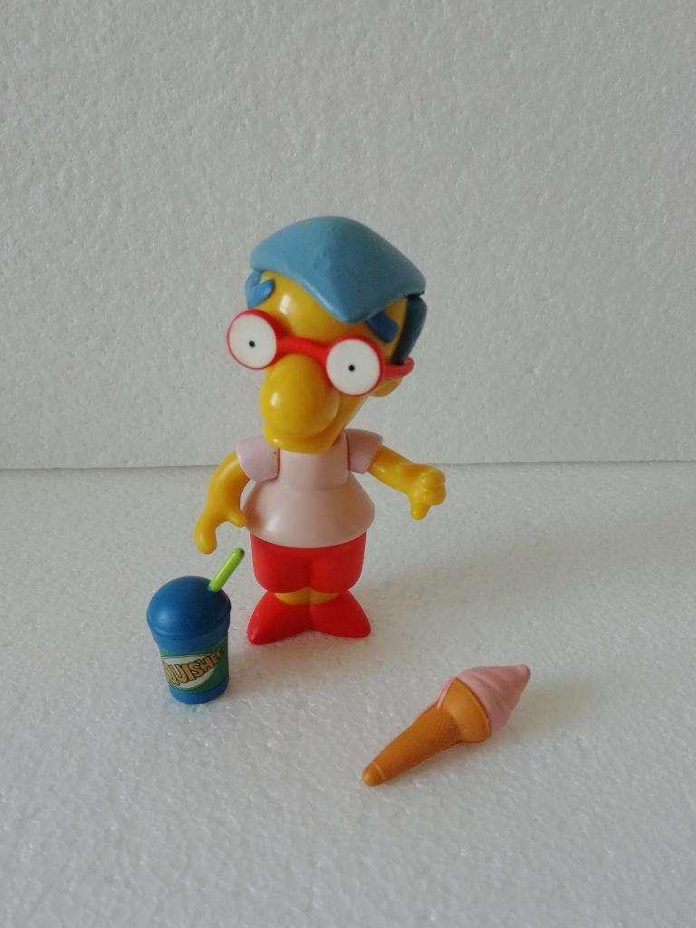 Simpsons Playmates Milhouse 0