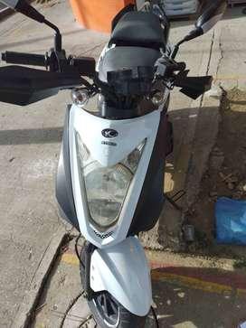 Vendo moto kimco doble freno de disco no se usa.
