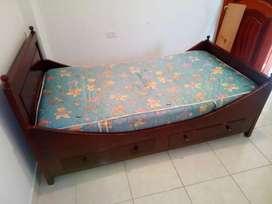Cama individual de madera con cajonera y colchón