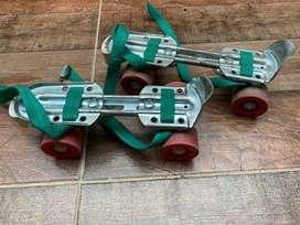 VENDO patines cuatro ruedas extensibles , en muy buen estado!