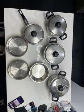 Juego x 5 + 3 accesorios de ollas de acero inoxidable marca imusa usado como nuevo