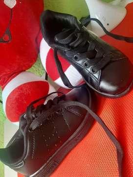 Vendo zapatos talla 22 niño
