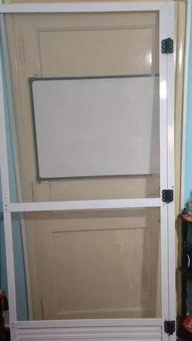 Vendo puerta Mosquera de aluminio blanco