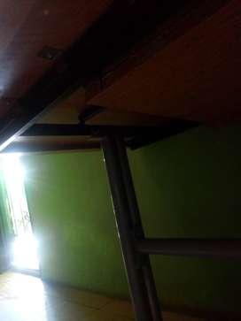 Mesa extensible de madera y caño