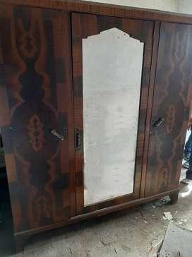 Ropero de madera - tres puertas c /espejo