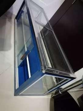 Se vende vitrina en excelentes condiciones