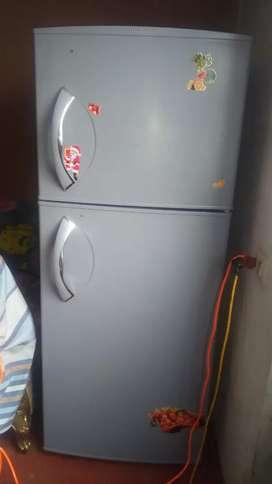 Vendo una refrigeradora mabi plomo