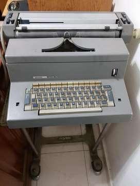 Maquina de Escribir Eléctrica Olivetti Tekne 3 con mesita TARJETA