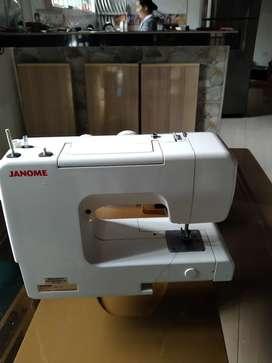 Máquina de coser marca janome