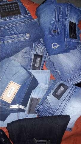 Vende 17 jeans usados talla 6 y 8 de marca