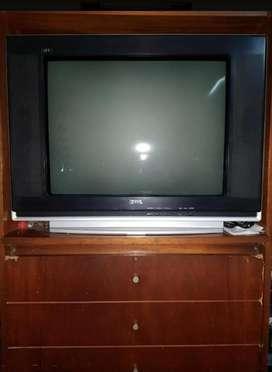 Tv 29 pulgadas + consola de videojuegos con accesorios y cartucho