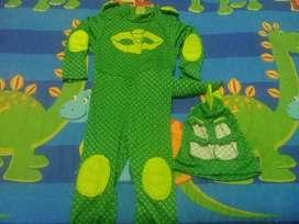 Alquilo disfraces para niño