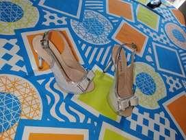 Vendo zapatillas platiadas