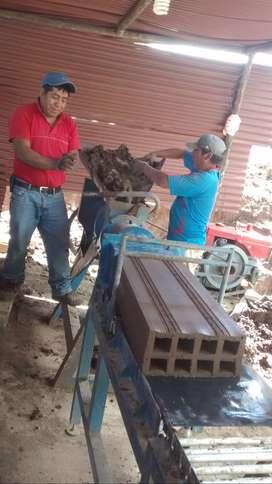 VENDO EXTRUSORA PARA LADRILLO MAQUINADO, 18 HUECOS, PANDERETA