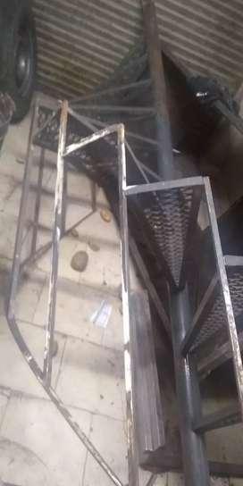 Escalera caracol con barandal
